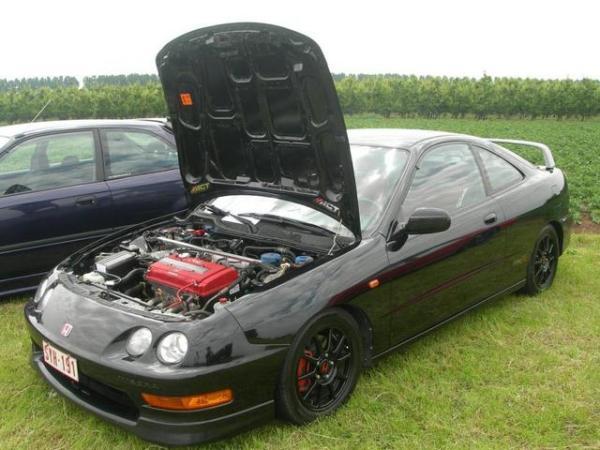 2000 EDM Honda Integra Type-R hood popped