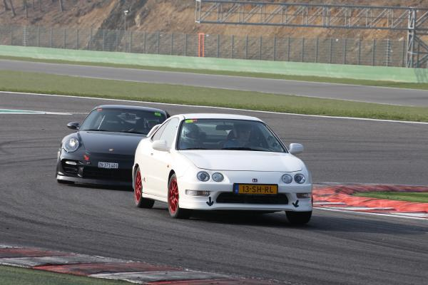 EDM Integra Type R racing a porsche