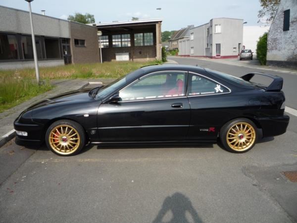 2000 EDM Integra Type R aftermarket gold wheels
