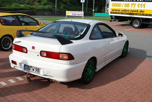 Modified 98' EDM Integra Type-R with carbon fiber wing