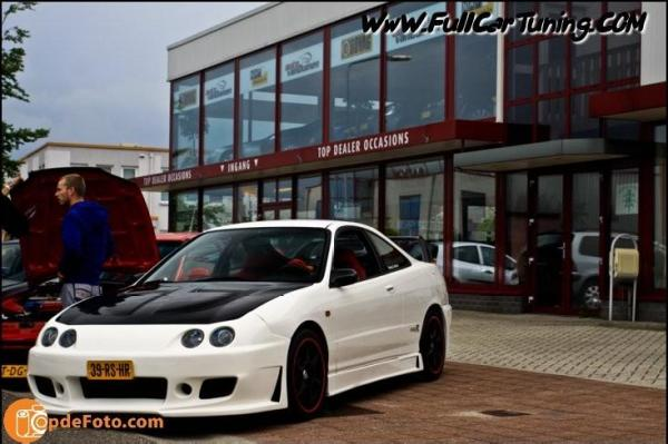 Heavily Modified 1998 EDM Integra Type-R with bodykit
