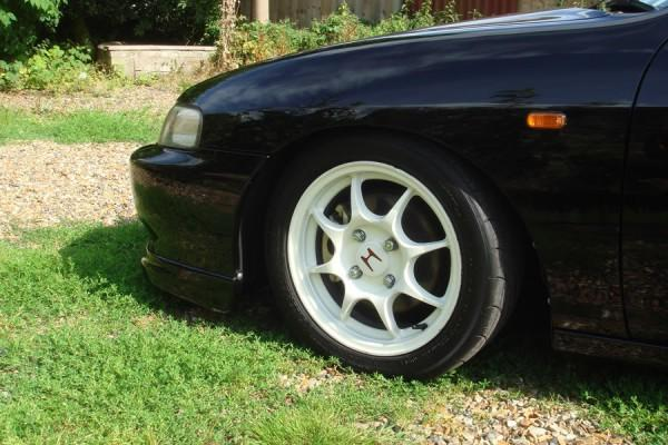 96-spec R front fender and 4-lug wheel
