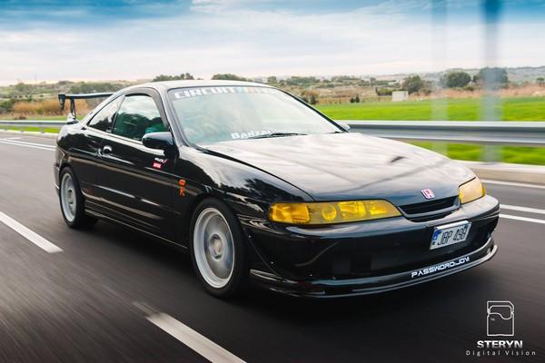 Starlight Black Pearl 1998 JDM Honda Integra TypeR driving