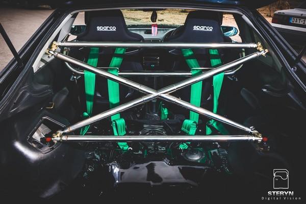 Starlight Black Pearl 1998 JDM Honda Integra Type-r rear cage