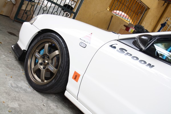 Championship white Honda Integra Type-R volk te-37 and spoon calipers