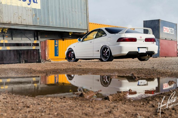 2000 JDM Honda Integra Type-Rx championship white with reflection
