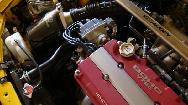 2000 Integra Type-R engine bay with mugen intake