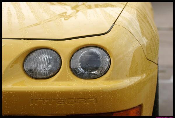 Phoneix Yellow ITR in the rain