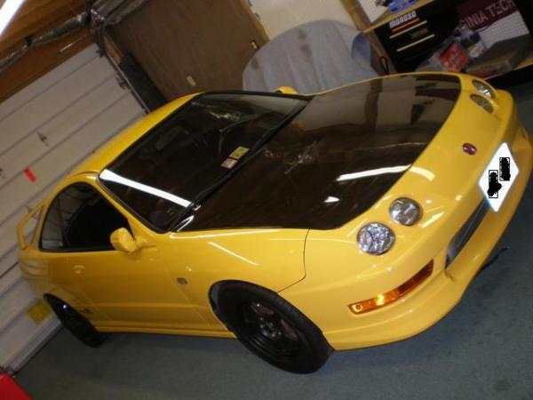 Phoneix Yellow Integra typer in the garage