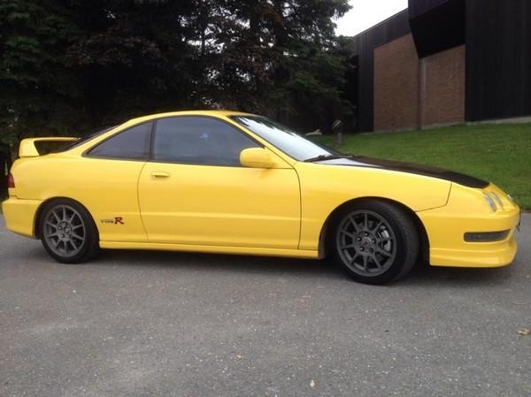 Canadian 2000 Phoenix Yellow Acura Integra Type-R