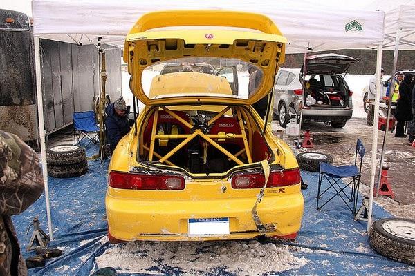 Phoenix Yellow 2000 Acura Integra Type-r rallycar cage
