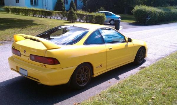 Phoenix Yellow 2001 Acura ITR passenger side