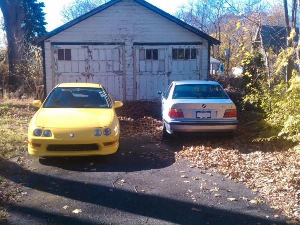 Phoenix Yellow 2001 ITR beamer driveway