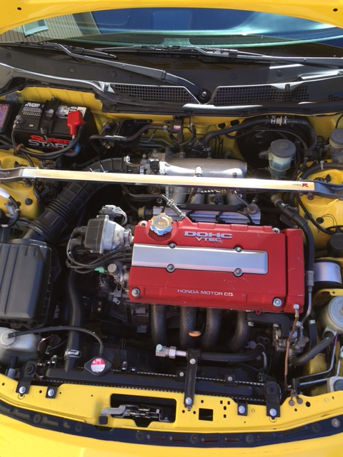 2001 Phoenix Yellow ITR engine compartment