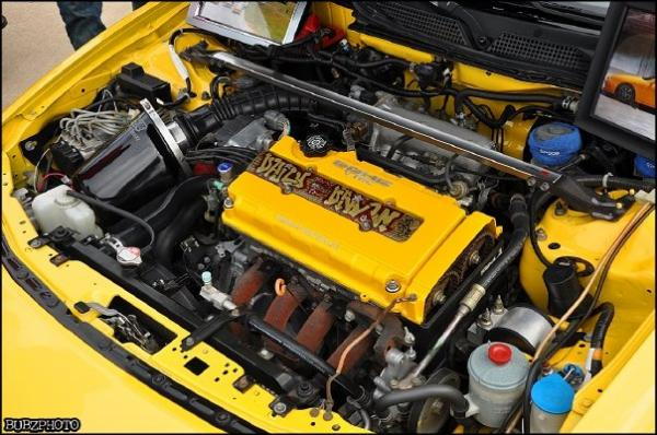 2001 ITR Engine bay, yellow valve cover, mugen intake
