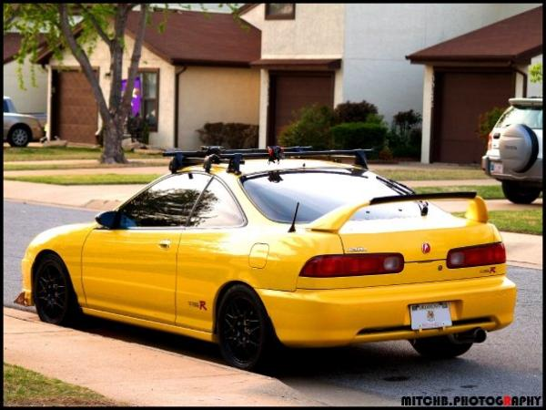 Integra type-r with a ski rack