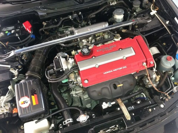 2001 Integra Type R engine bay K&N filter