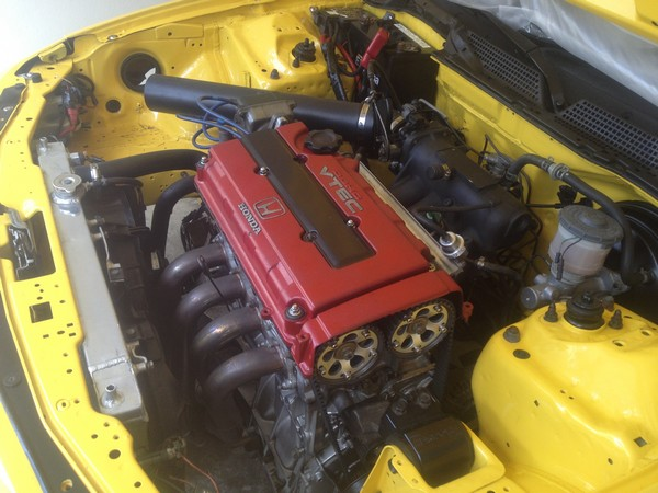 Phoenix Yellow 2001 ITR engine bay