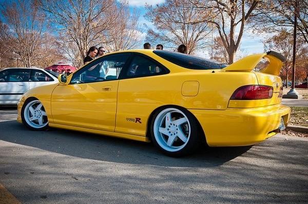 2001 Phoenix yellow ITR dumped on white rims