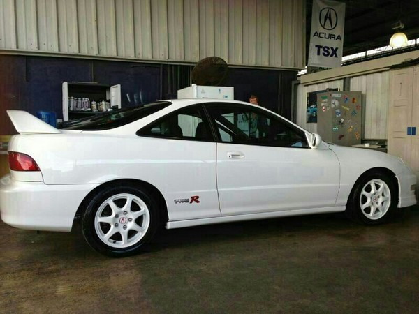 1998 Championship White Integra Type R profile
