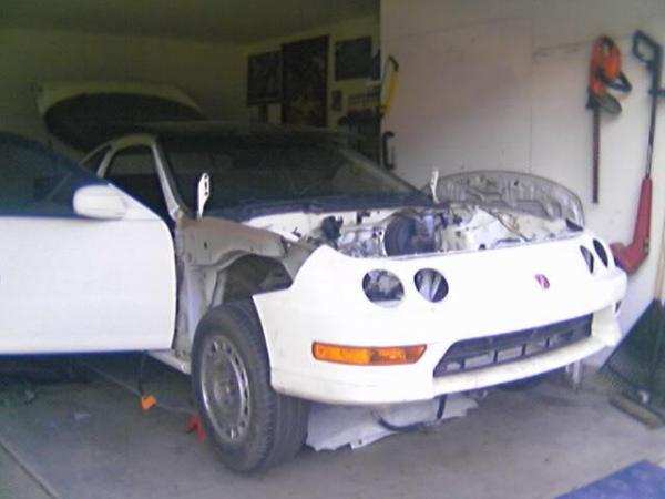 Stripped front end of 1998 Integra type-r