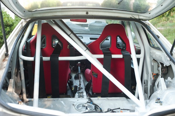 1998 Integra Type-r with 4 point roll cage